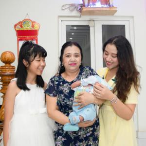 Chụp hình đầy tháng bé Huy Hoàng