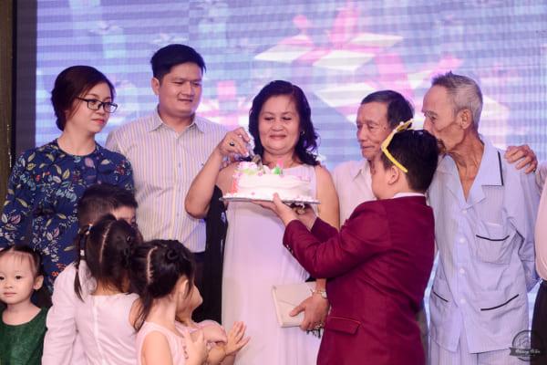 CHỤP HÌNH MỪNG THỌ – Sinh nhật lần 60 Cô Sáng | Nhà Hàng Nam Bộ
