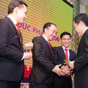 Chụp hình sự kiện khai trương Đại Tín