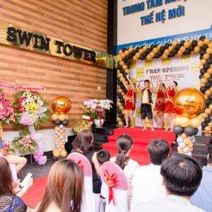 Chụp hình sự kiện khai trương SWIN
