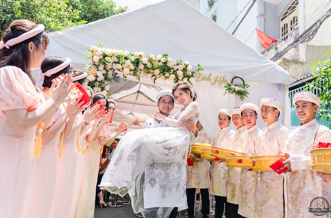 Chụp hình truyền thống lễ đính hôn Cẩm Tú & Hoài Thanh