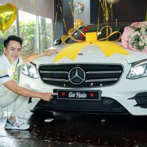 Chụp hình sự kiện bàn giao xe tại Mercedes Trường Chinh
