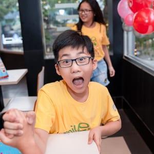 Chụp hình sự kiện tiệc liên hoan lớp cuối năm cho bé